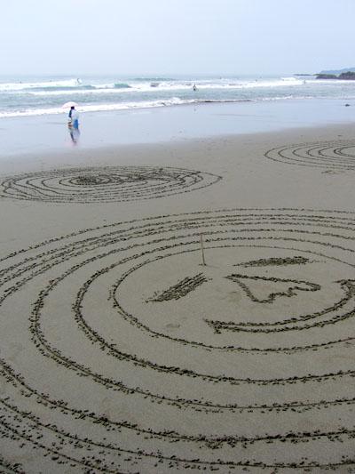 11砂浜の落書き