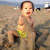子ども 海 砂遊び