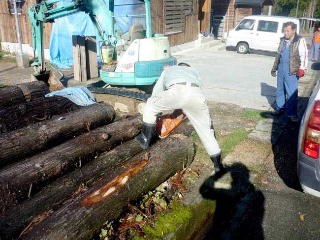 「めぶき」本体の建設のために切った木の余り