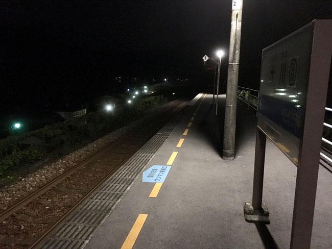 無人の十川駅