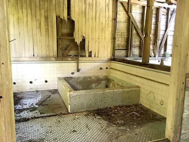 銭湯の浴室