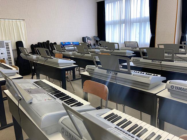 試験会場のピアノ