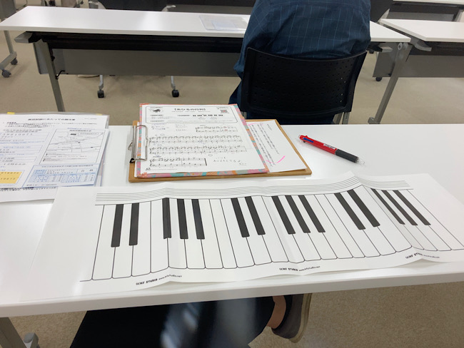 練習用のピアノ